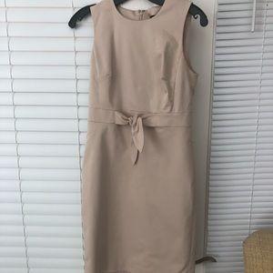 Sleeveless khaki knot dress